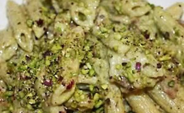 pasta salmone e pesto di pistacchio